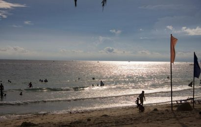 Berwisata Ke Pantai Uluwatu, Kenapa Tidak?